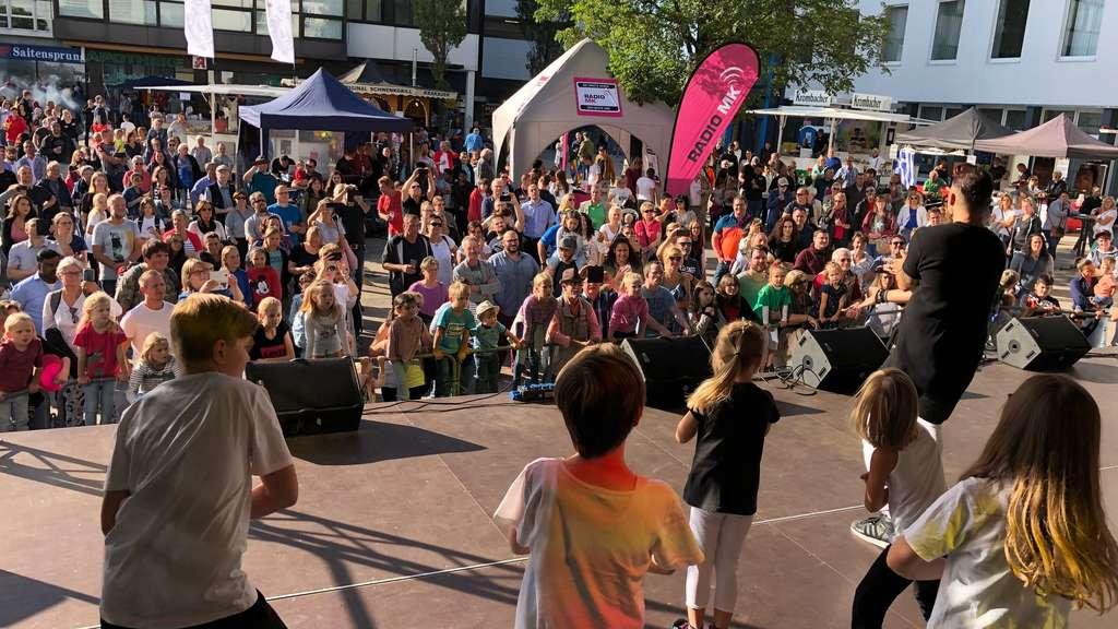 Lüdenscheider Stadtfest eröffnet: Schlemmen, Musik und Darbietungen bis Sonntag